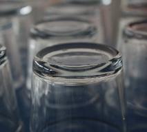 Osad na szklankach: jak myć szklanki, żeby nie było na nich osadu?