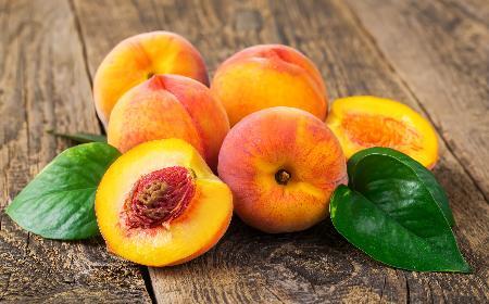 Właściwości brzoskwiń: dlaczego warto jeść brzoskwinie i robić z nich przetwory na zimę? [WIDEO]