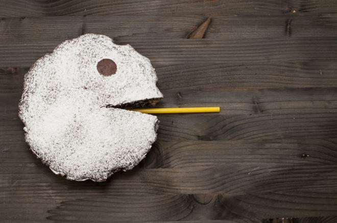Tort czekoladowy z kremem kokosowym: łatwy przepis