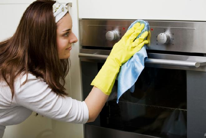 Jak czyścić piekarnik? Domowe sposoby na czysty piekarnik