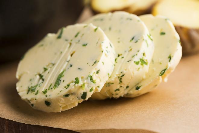 Zielone masło z Cypru - przepis na oryginalny dodatek do dań na sylwestra