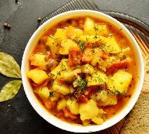 Gulasz kartoflany - treściwy obiad z ziemniaków z winną nutą