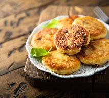 Greckie racuchy z serem feta z patelni lub piekarnika: łatwy przepis na genialną przekąskę