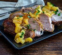 Pieczeń wieprzowa z ananasem z puszki - sposób na soczystą i aromatyczną wieprzowinę