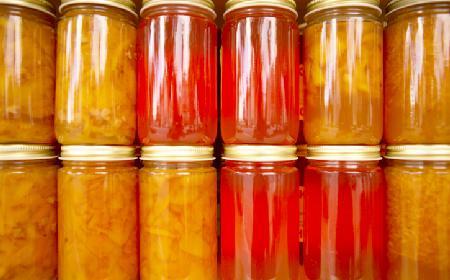 Jak pasteryzowć przetwory, czyli owoce i warzywa w słoikach