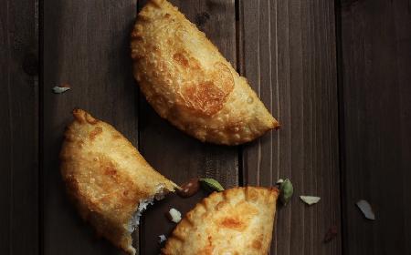 Pierożki Karanji: słodki indyjski deser