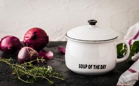 Toskańska zupa z czerwonej cebuli duszonej w miodzie i winie