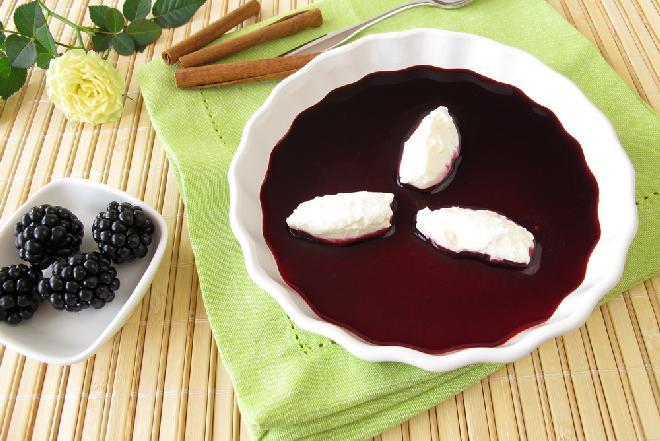 Fantastyczna zupa jeżynowa z nutą cynamonu