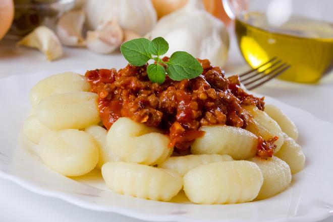Gotowe gnocchi z sosem bolońskim: łatwy i pyszny obiad dla rodziny