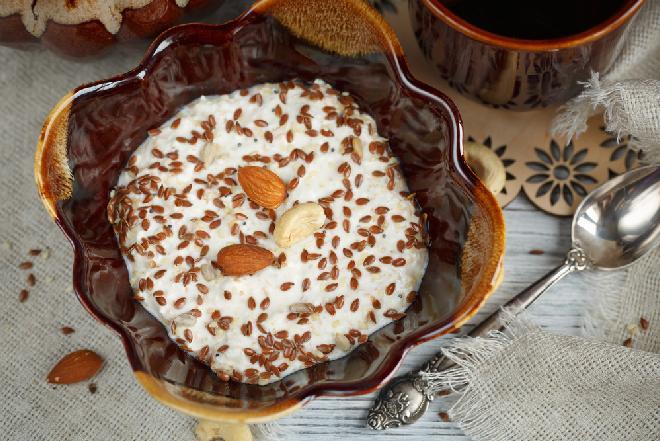 Twarożek z miodem i siemieniem - prosty sposób na pyszne śniadanie dla zmęczonej wątroby