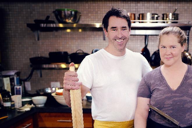 """Premiera """"Amy Schumer uczy się gotować"""" w Food Network: program pełen humoru i pysznych przepisów"""