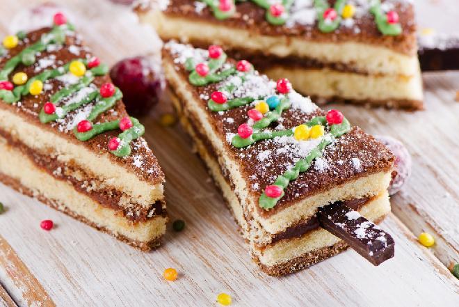Choinki biszkoptowe z kajmakiem: łatwy przepis na efektowne ciastka