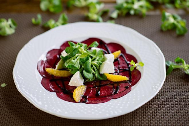 Przekąska z buraków: przepis na eleganckie danie z niedocenianego warzywa