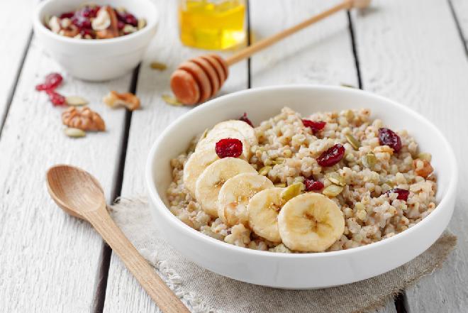Banany i kasza gryczana - jak z tego przyrządzić pyszne błyskawiczne śniadanie?