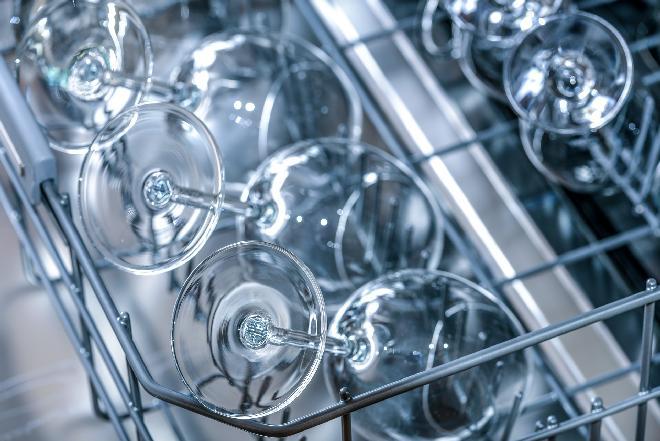 Zmywarka - co zrobić, aby zawsze wyciągać perfekcyjnie czyste naczynia?